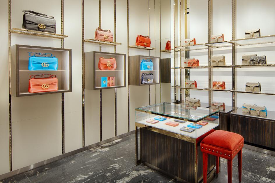 Không gian bên trong cửa hàng Gucci đường Đồng Khởi
