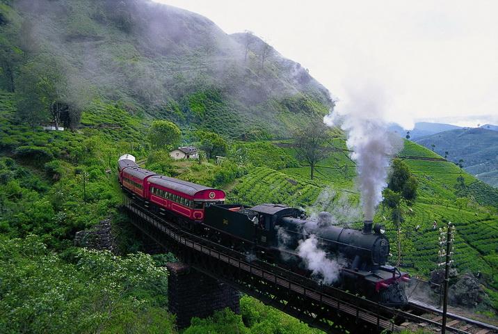 Ngắm Nuwara Eliya qua khung cửa tàu lửa