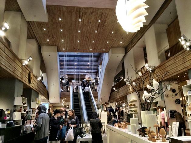 Illums Bolighus ở phố shopping Strøget - nơi có thể mua những sản phẩm thiết kế đậm chất Đan Mạch