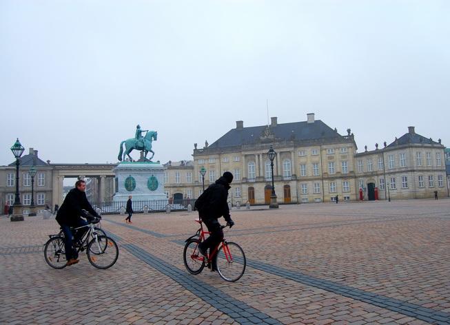 Dạo quanh thành phố bằng Copenhagen City Bike để trải nghiệm Copenhagen như người bản xứ
