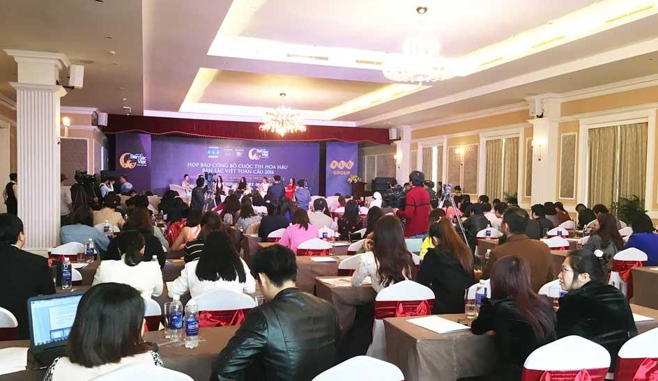 """Họp báo công bố """"Hoa hậu Bản sắc Việt toàn cầu 2016"""" thu hút sự quan tâm của nhiều cơ quan thông tấn, báo chí trung ương và địa phương."""