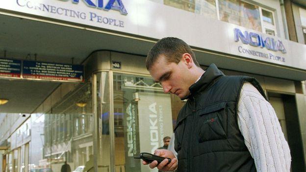 Thời kỳ đỉnh cao - đầu những năm 2000, Nokia sản xuất tới 40% điện thoại thế giới. Ảnh: Getty Images.