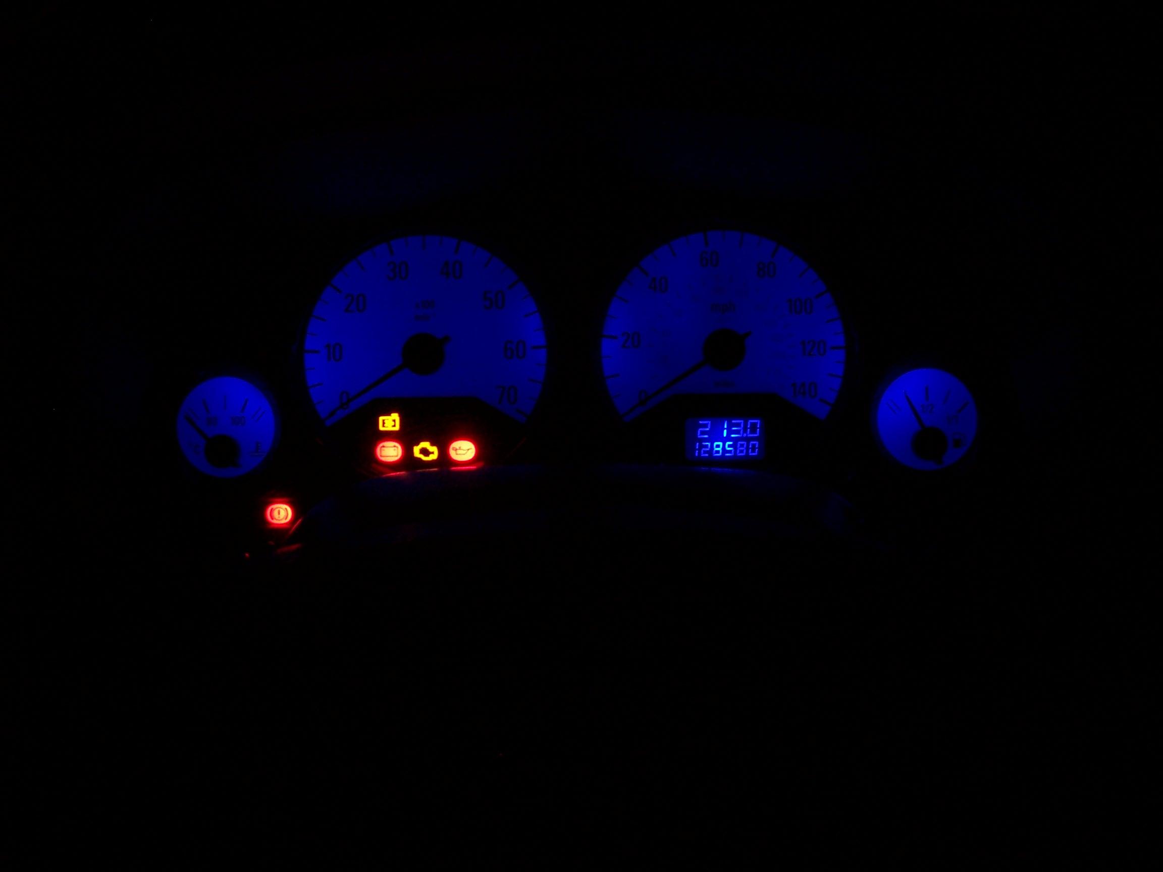 Hệ thống đèn LED trên bảng điều khiển