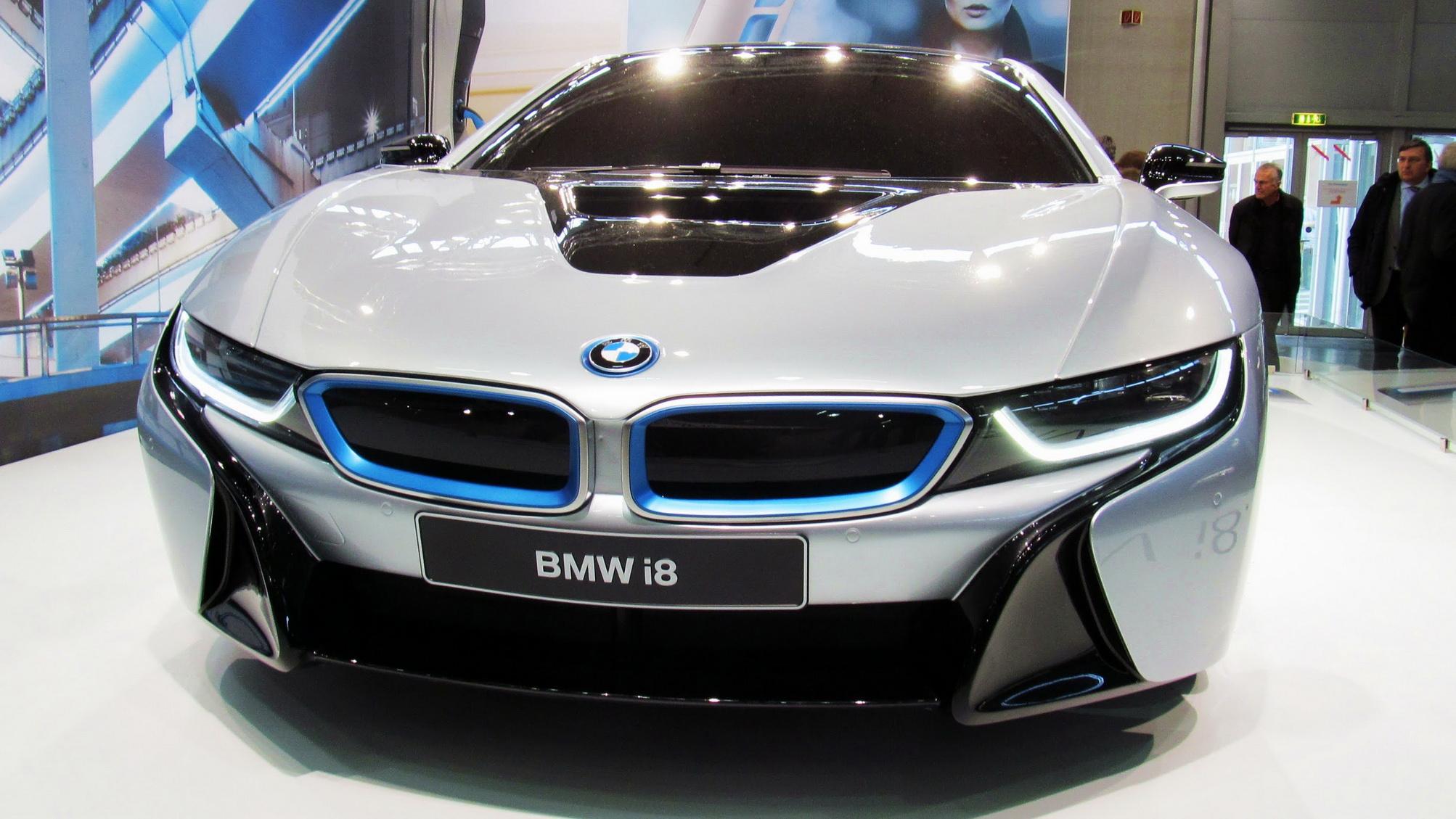 BMW i8 tích hợp hệ thống đèn lazer thông minh