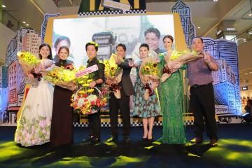 Buổi công chiếu hiện diện đông đủ dàn diễn viên trong phim như Trường Giang, Angela Phương Trinh, Khánh Hiền, đạo diễn Đức Thịnh, nhà sản xuất Thanh Thúy.