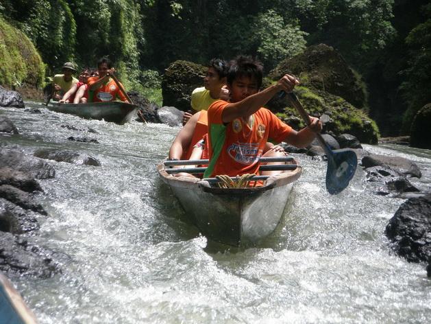 Chèo thuyền vượt thác Pagsanjan được nhiều du khách lựa chọn để thử thách bản thân