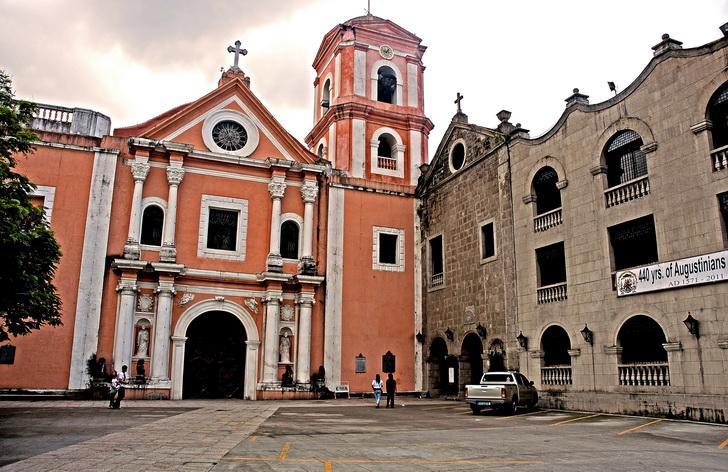 Nhà thở thánh Agustin cổ kính mang đậm phong cách kiến trúc Gothique của châu Âu
