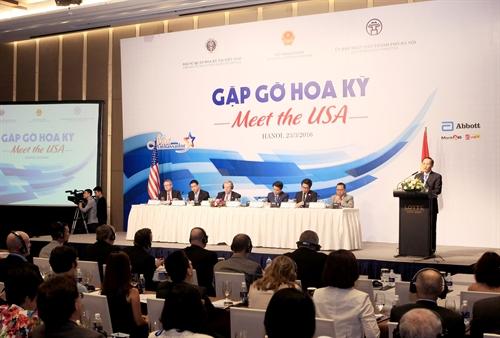 Thứ trưởng Bộ Ngoại giao Lê Hoài Trung phát biểu tại tọa đàm. Ảnh: TTXVN.
