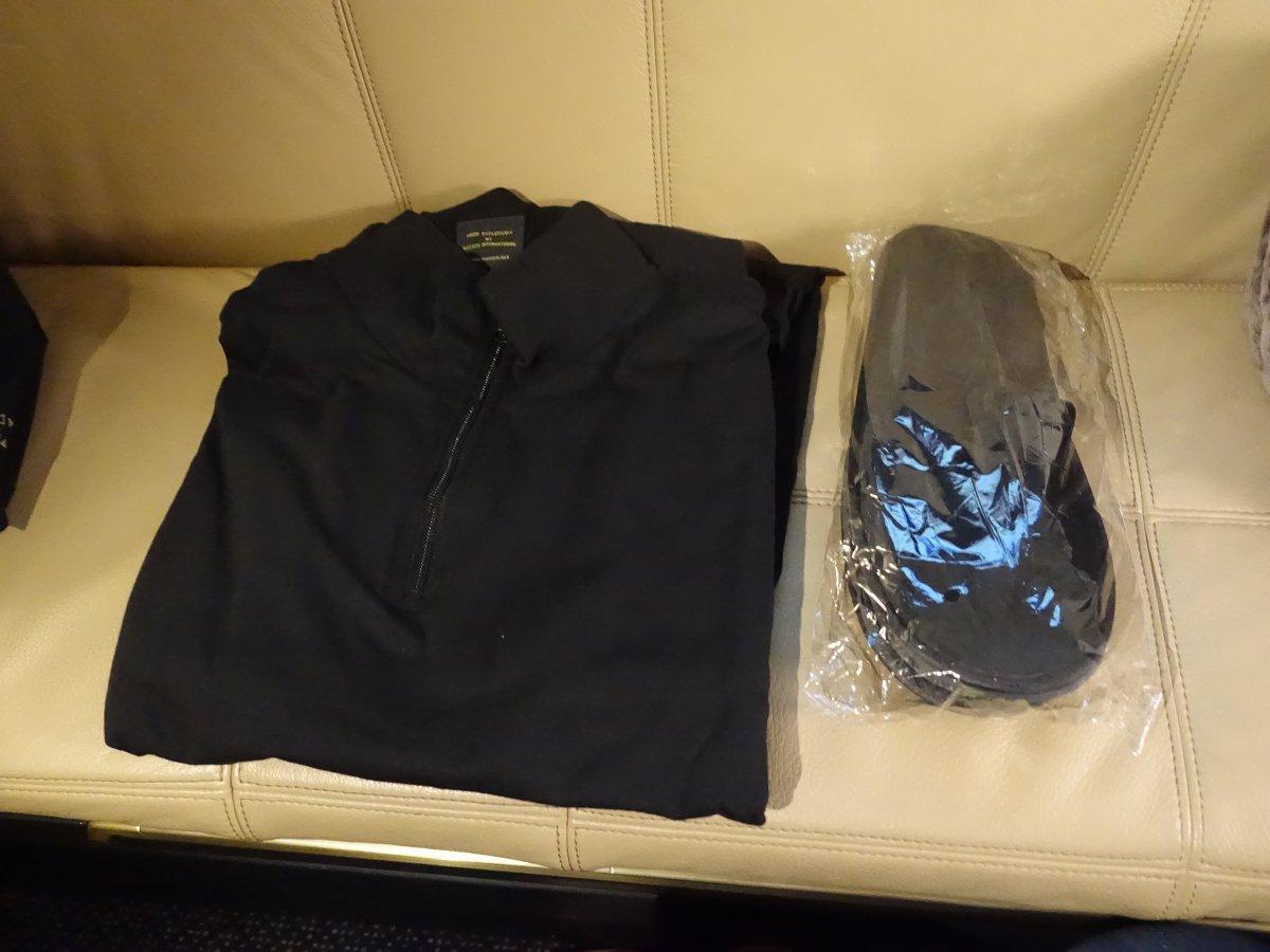 Hành khách được cung cấp đồ ngủ bằng cotton miễn phí để thoải mái khi đi lại.