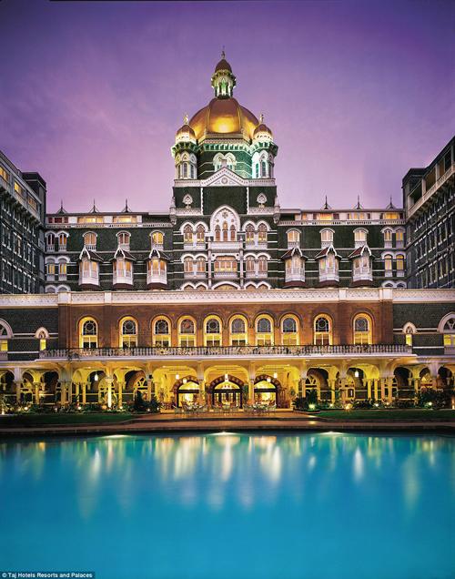 Taj Mahal Palace từng chào đón nhiều vị khách nổi tiếng thế giới khác như các tổng thống, trong đó có Barack Obama, cùng các diễn viên Hollywood như Brad Pitt, Angelina Jolie...