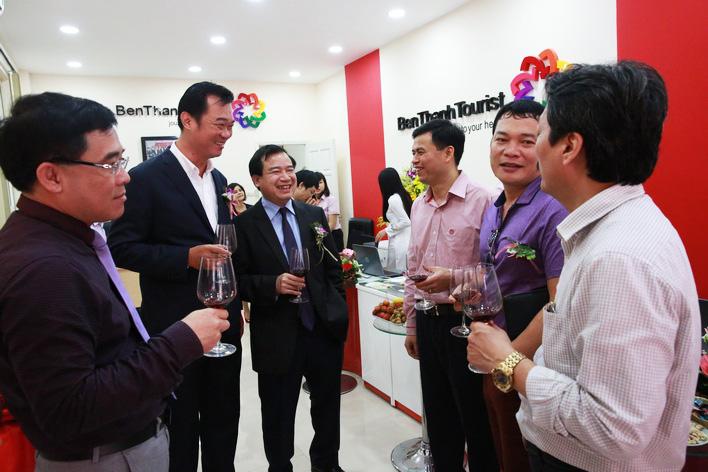 Lãnh đạo Tổng cục Du lịch cùng lãnh đạo BenThanh Tourist trong lễ khai trương