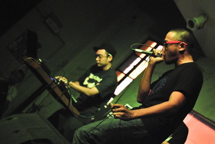 Câu lạc bộ Dredd sẽ cho bạn thấy sự sôi động, trẻ trung của thủ đô Manila qua ngôn ngữ của âm nhạc