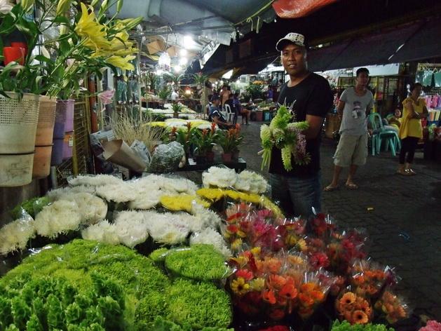 Dạo chợ Manila bạn có thể mua sắm mọi thứ từ thực phẩm tươi sống đến thực phẩm khô, hoa tươi và các loại trái cây miền nhiệt đới