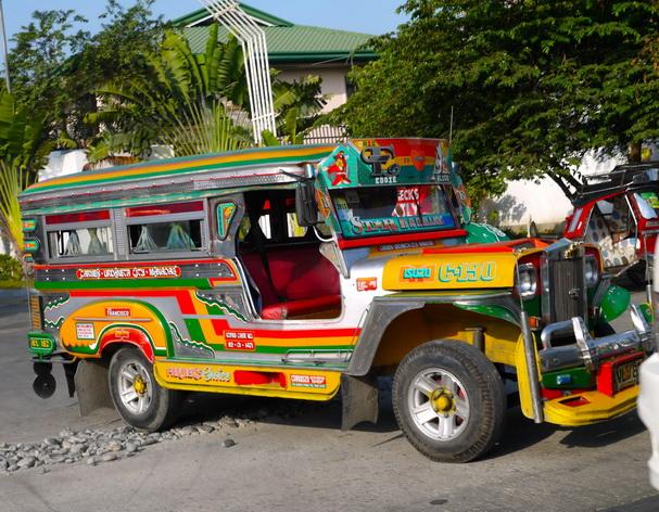 Di chuyển bằng Jeepney như đang tham gia một cuộc thám hiểm thực sự