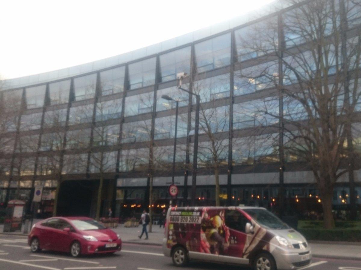 Nhìn từ bên ngoài, trụ sở của Expedia không khác gì những tòa nhà văn phòng khác tại London.