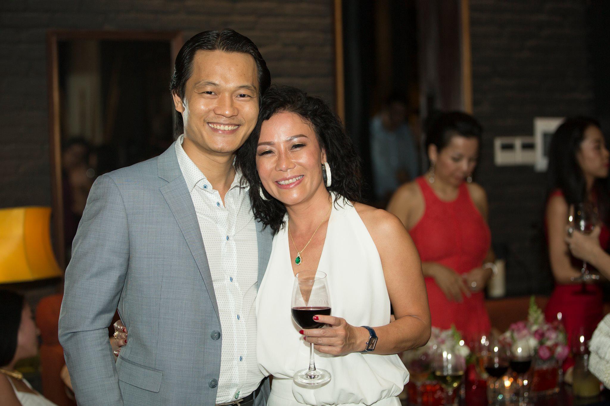 Ông Nguyễn Công Minh (trái), Founder của Tạp chí NỮ DOANH NHÂN.