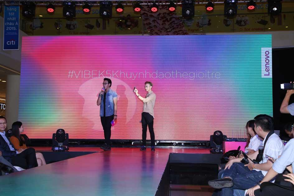 Ca sĩ Soobin Hoàng Sơn và MC Quang Bảo tại sự kiện ra mắt bộ đôi smartphone