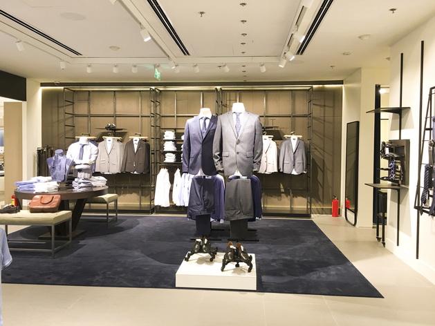 Mango Man của Mango Mega Store lần đầu tiên giới thiệu dòng sản phẩm Suit với khách hàng tại Tp.HCM, bao gồm trang phục văn phòng thanh lịch và phụ kiện dành cho quý ông.