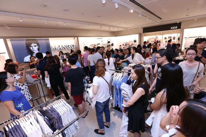 Không gian tại Mango Mega Store Vincom sẽ tạo nên những trải nghiệm mua sắm thú vị.
