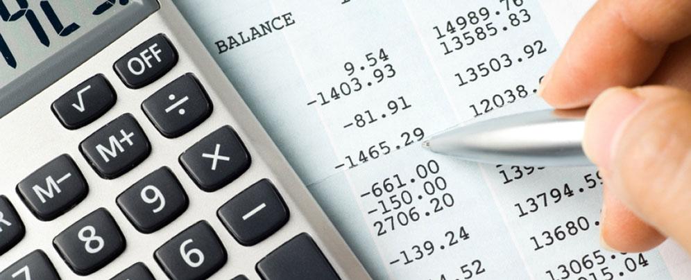 Kiểm soát chi tiêu để chắc chắn rằng mình chi tiêu ít hơn thu nhập.