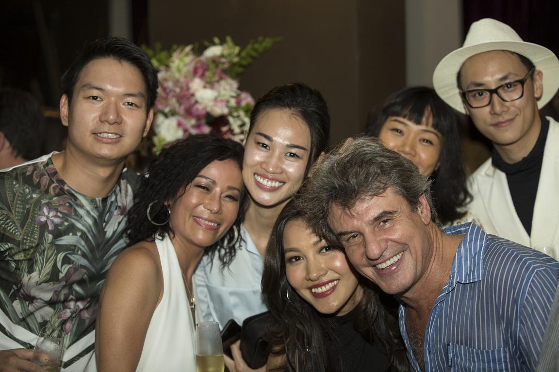 Người mẫu Thanh Trúc (thứ 3 từ trái sang).