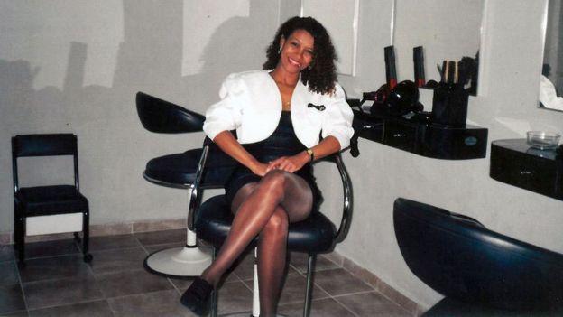 """Zica Assis lúc 21 tuổi đã quyết định làm gì đó cho những người sở hữu mái tóc """"afro""""."""