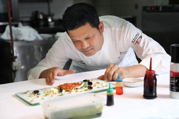 Chef Sakal từng là Bếp trưởng của Khách sạn Sofitel Saigon Plaza.