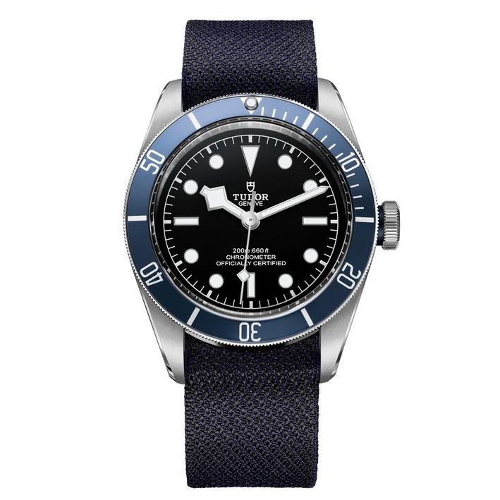 m79230b-0000_black_fabric_blue_f_xl_rvb copy_resize