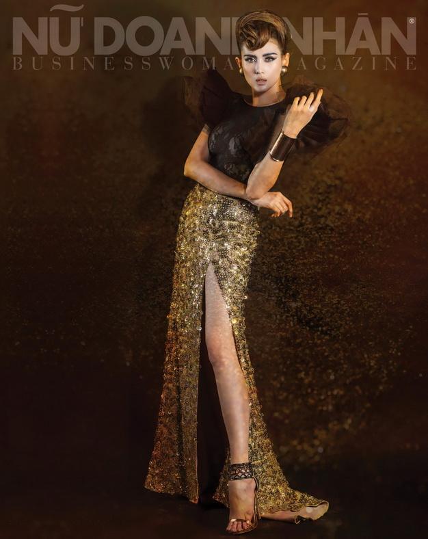 Áo Công Trí - Váy Công Trí - Vòng cổ Accessorize - Vòng tay BCBG - Bông tai Mango - Giầy BCBG