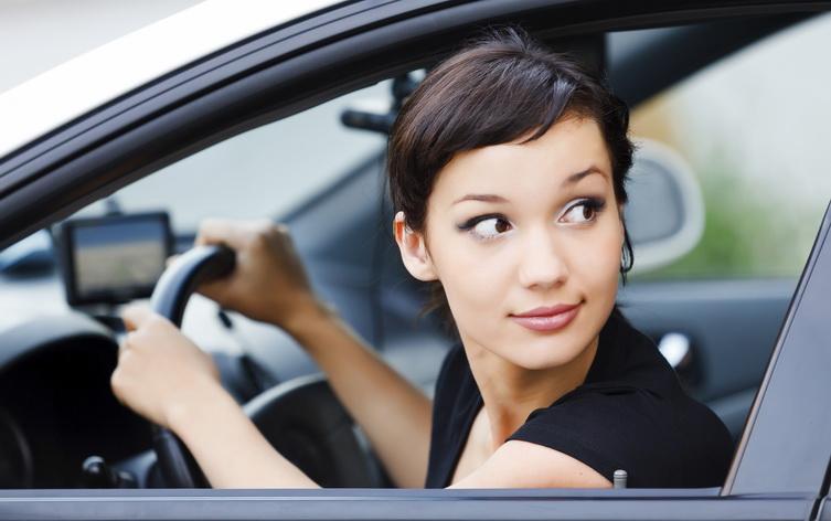 Ngoài hệ thống giúp tiết kiệm nhiên liệu, việc điều khiển xe đúng cách cũng mang lại hiệu quả tiết kiệm rất đáng kể.