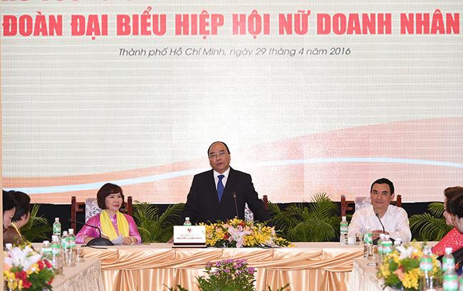 Thủ tướng khẳng định Chính phủ sẽ tiếp tục quan tâm và tạo mọi thuận lợi cho cộng đồng doanh nghiệp nói chung, trong đó có các doanh nghiệp do phụ nữ làm chủ. Ảnh: Quang Hiếu.