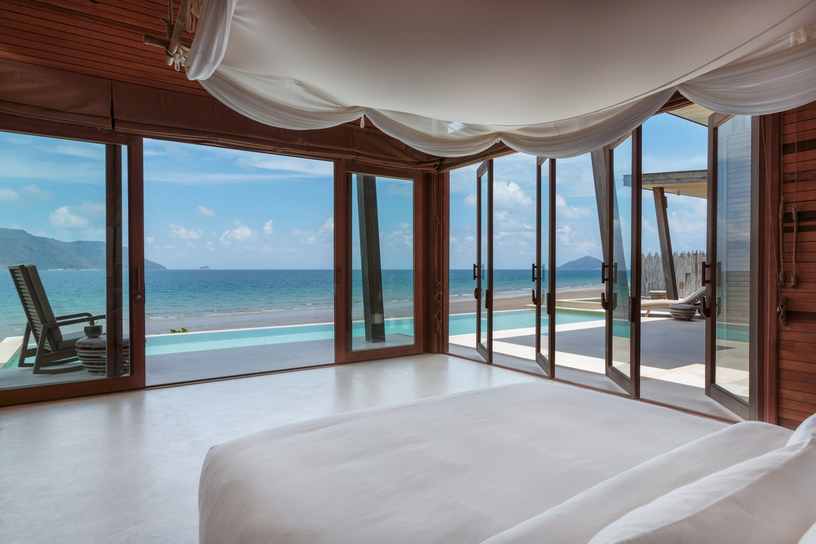 Ocean_Front_2_Bedroom_Villa_-_master_bedroom_[5408-A4]_resize