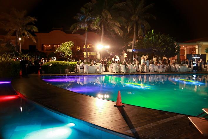 Poolside dinner (2)_resize