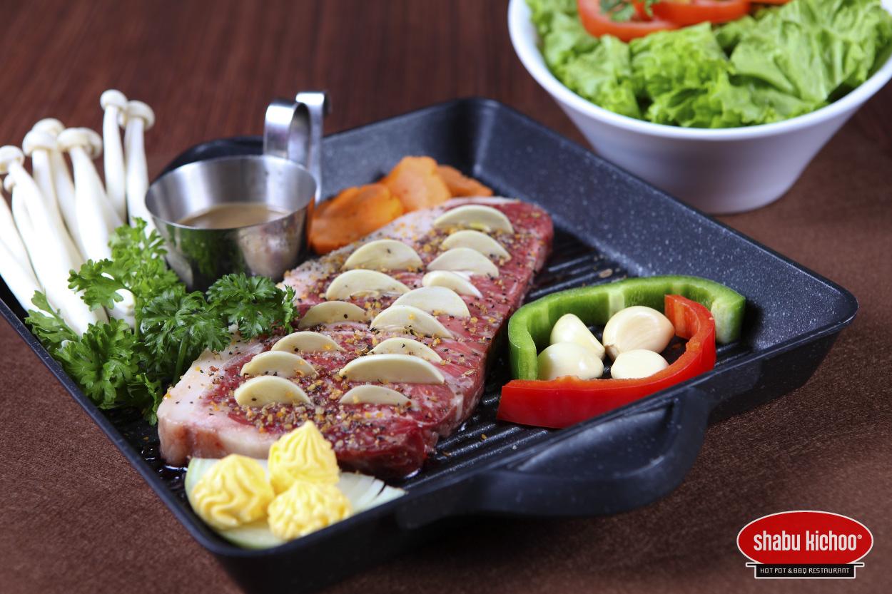 Ẩm thực Nhật Bản từ lâu đã được nhiều người ưa chuộng vì sự tinh tế và hài hoà trong chế biến, không lạm dụng quá nhiều gia vị mà chú trọng hương vị tươi ngon tinh khiết tự nhiên của món ăn. Với tiêu chí món ăn bổ dưỡng, Shabu Kichoo chú trọng khâu lựa chọn nguyên liệu tự nhiên và sử dụng gia vị có tính chất thảo dược. Điều này mang đến sự hài hoà và cân bằng trong từng món ăn.