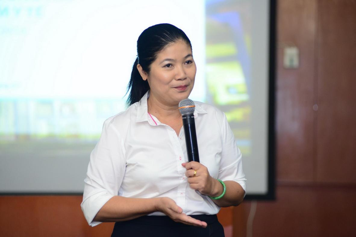 Bác sĩ Lưu Thị Thanh Huyền, Phó Giám Đốc BHXH TP.HCM, trả lời câu hỏi của báo chí tại họp báo.