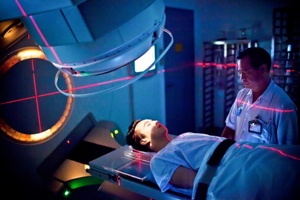 Bệnh nhân đang được xạ trị tại Khoa Ung bướu Bệnh viện FV.