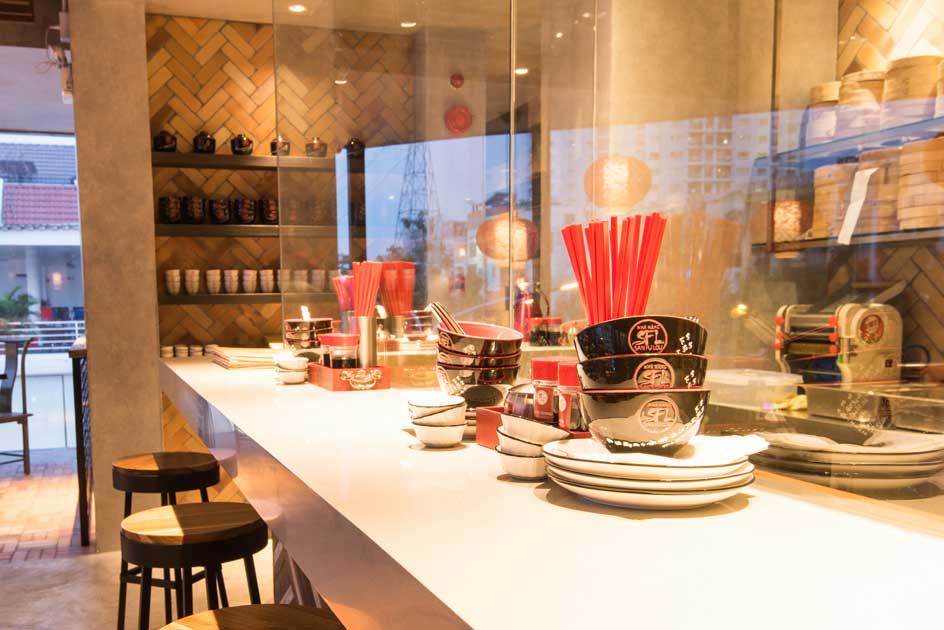 San Fu Lou là sự kết hợp hoàn hảo giữa lối thiết kế đương đại pha trộn cùng màu sắc và chất liệu của một ngôi nhà truyền thống Quảng Đông.