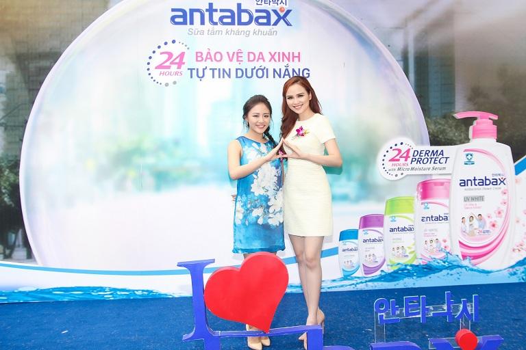Ca sĩ Văn Mai Hương và Hoa hậu Thế giới Người Việt 2010 Diễm Hương.