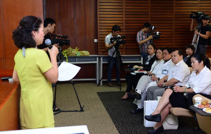 Bà Phạm Thị Thanh Mai, Giám đốc điều hành Bệnh viện FV cung cấp thông tin về chương trình khám chữa bệnh BHYT cho bệnh nhân ung thư.
