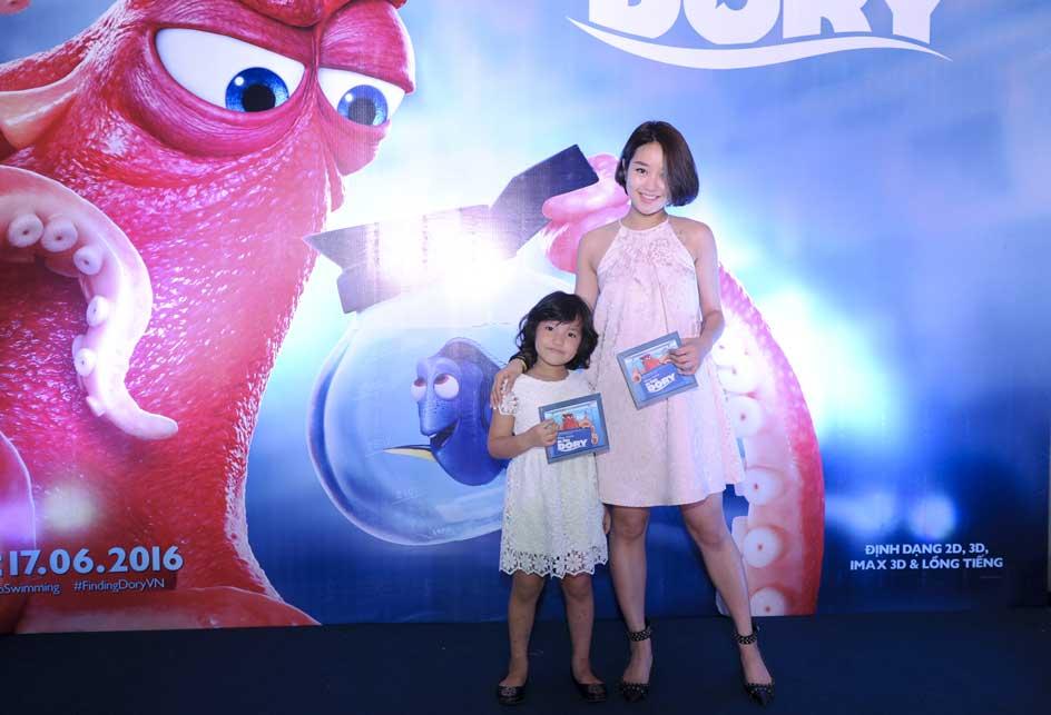 Hot Girl Mi Vân và con gái