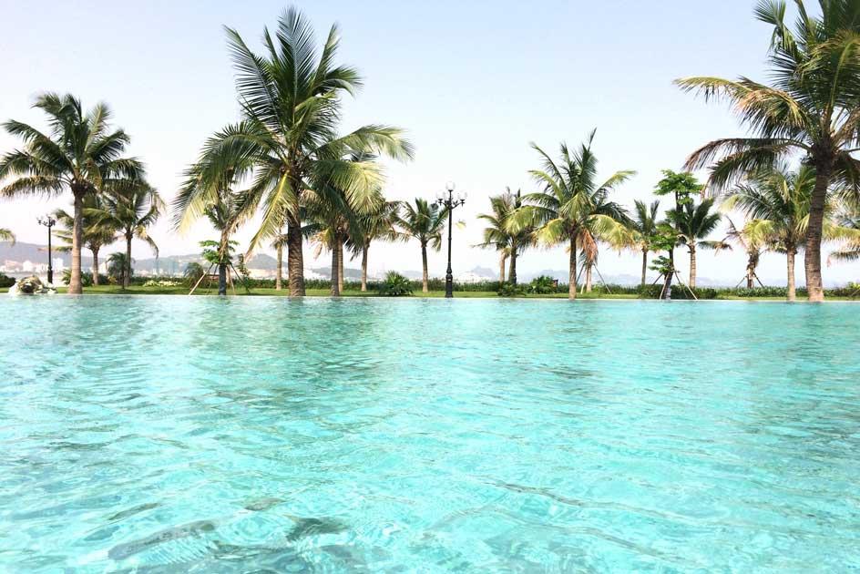 Bể bơi, nơi diễn ra các bữa tiệc tối đặc biệt dành cho mùa hè.