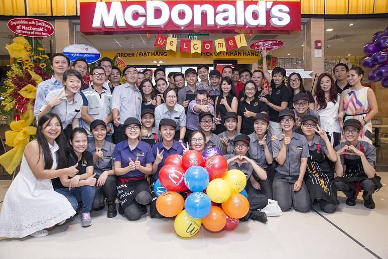 McDonald's Saigon Centre là nhà hàng thứ 3 được McDonald's xây bên trong trung tâm thương mại.