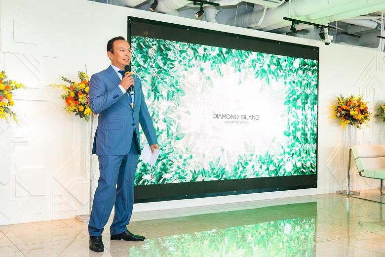 Ông Murat Utemisov – CEO Kusto Home Việt Nam phát biểu tại buổi họp báo.