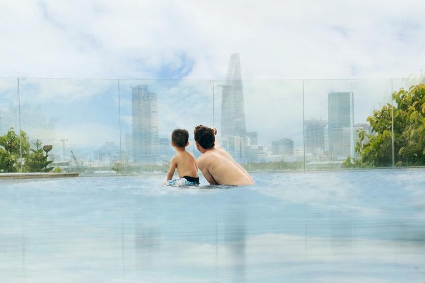 Hướng nhìn từ hồ bơi tại Đảo Kim Cương.