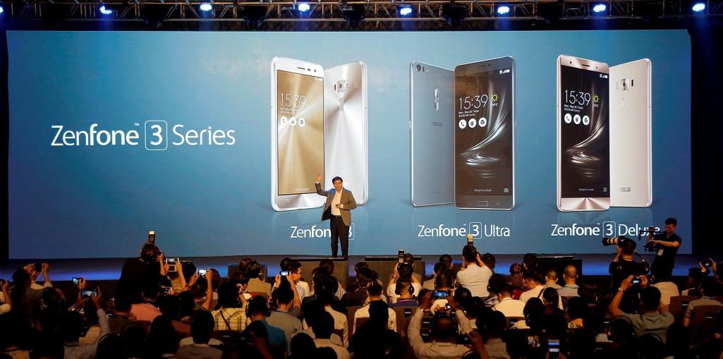 CEO của Asus, ông Jerry Shen giới thiệu Zenfone 3 tại Việt Nam.