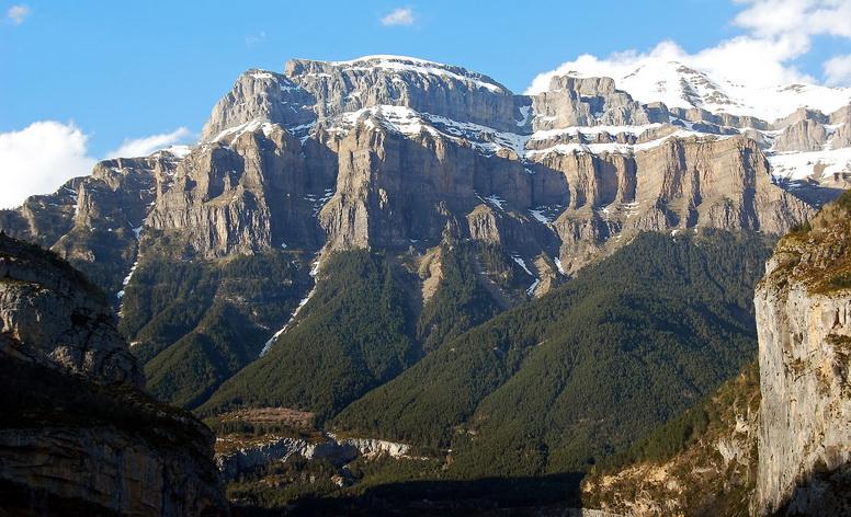 Núi Pyrenees