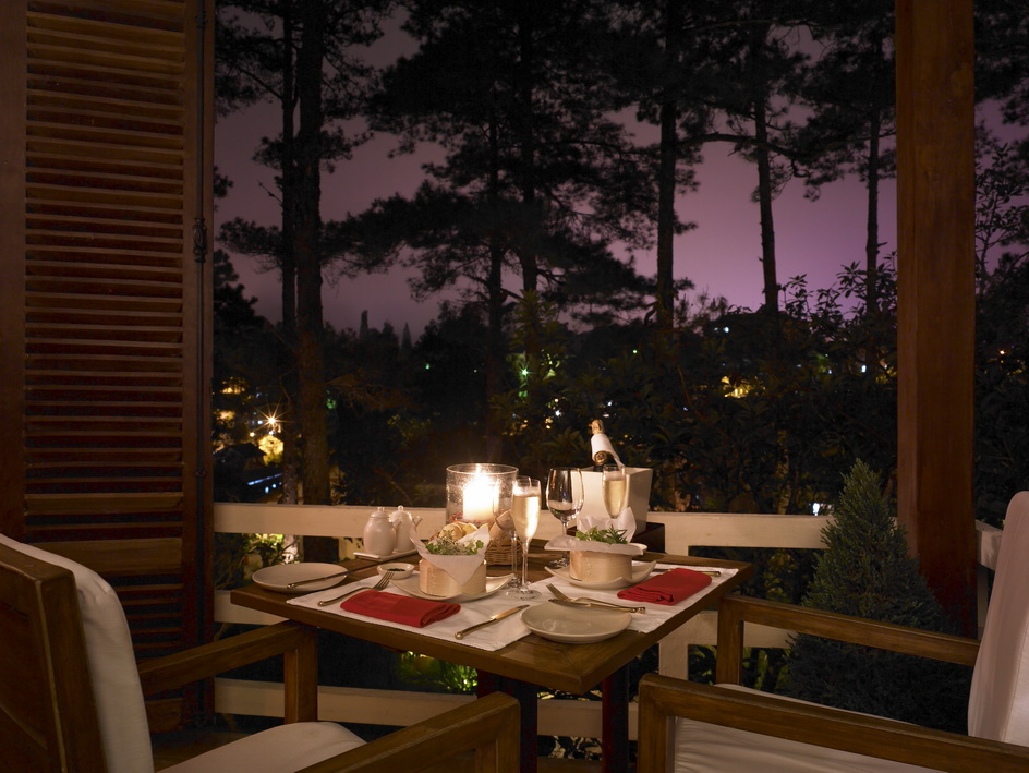 Thu Lang man Ana Mandara Dalat Resort and Spa Romantic_Dinner