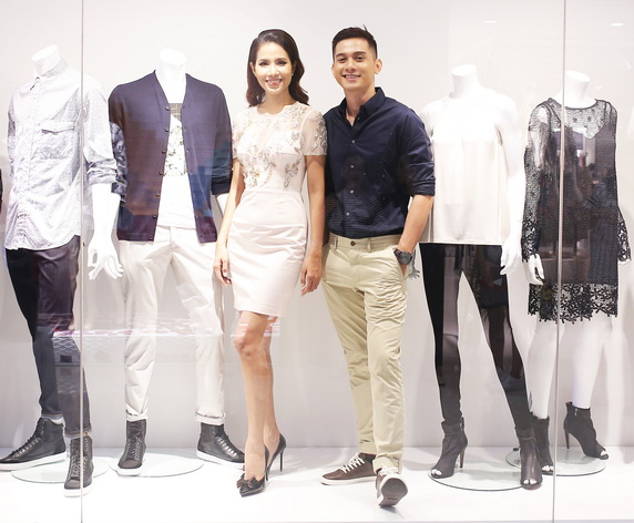 Thông qua sự kiện, fcuk giới thiệu BST mới với khách hàng bằng các người mẫu trình diễn live mannequins sống động
