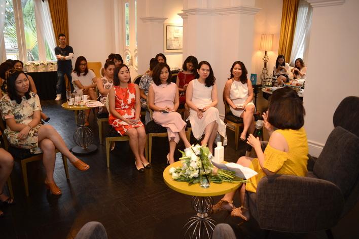 Trà chiều với Giao được tổ chức trong không gian sang trọng, ấm cúng, giúp khách mời có trải nghiệm thư giãn như đang trò truyện, hàn huyên cùng bạn bè.