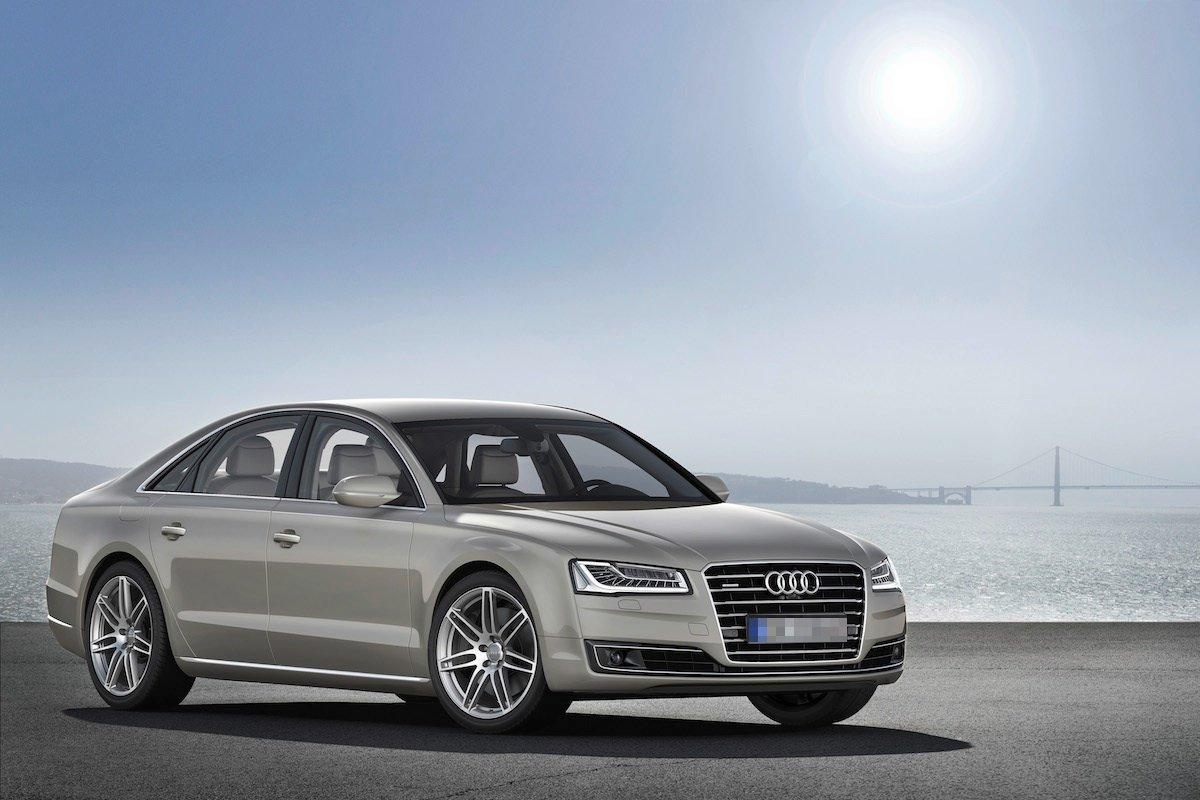 Ortega lái xe Audi A8. Loại xe này mang lại cảm giác thoải mái hơn là xa xỉ.